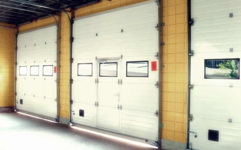 Подъемно-секционные промышленные ворота Екатеринбург